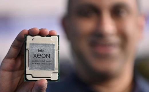 英特尔推出新数据中心芯片:更好地与AMD等对手进行较量